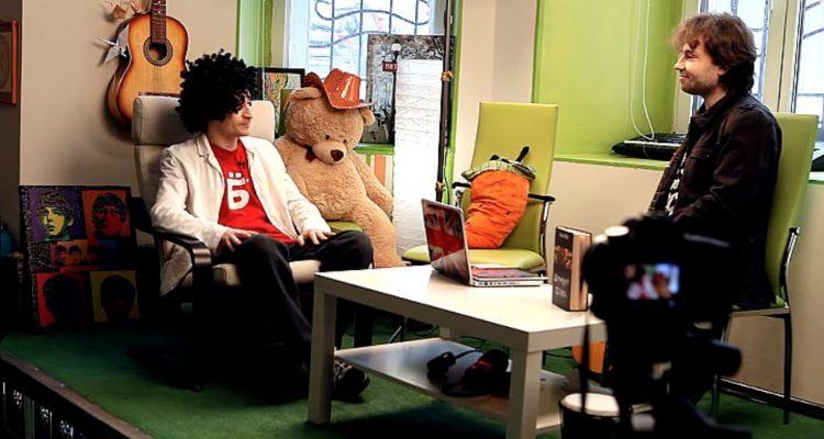 Писатель Леонид Каганов и видеоблоггер Антон Голубчик на съемках ShiftUp.tv