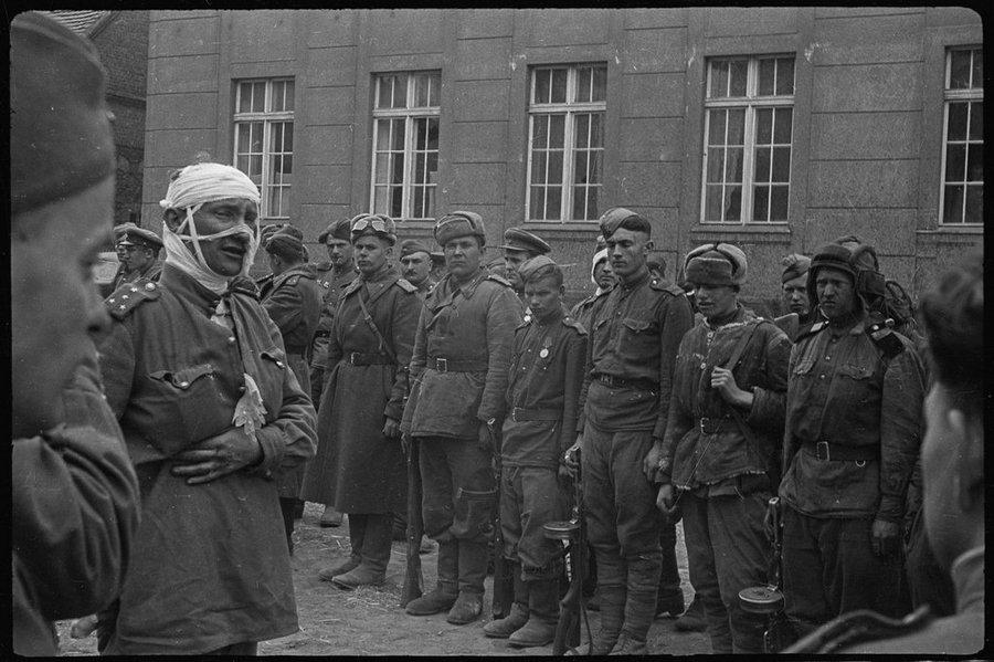 Последние слова в память о солдатах танковых экипажей, которые погибли в бою. Восточная Германия.